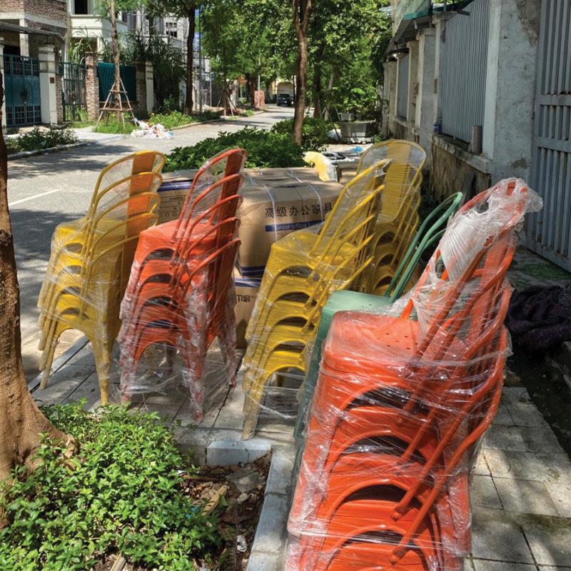 ghế sơn màu vàng màu đỏ, màu cam