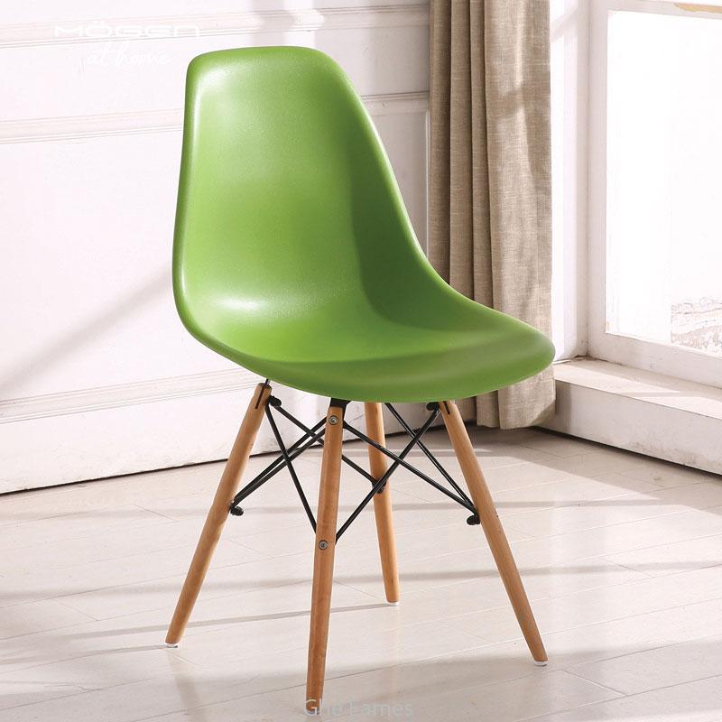 ghế màu xanh lá cây