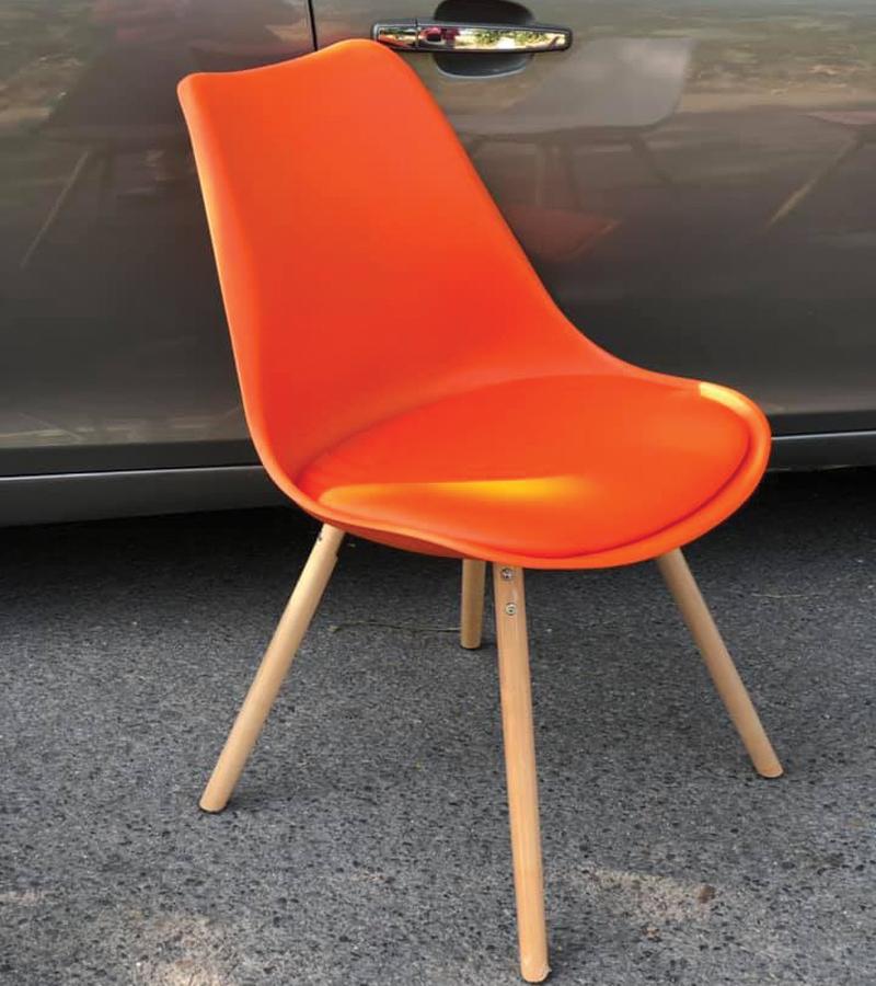 ghế nhựa chân gỗ có đệm màu cam