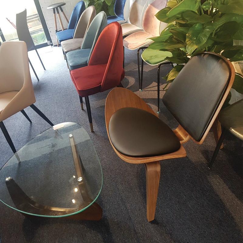 Ghế với bàn kính hiện đại
