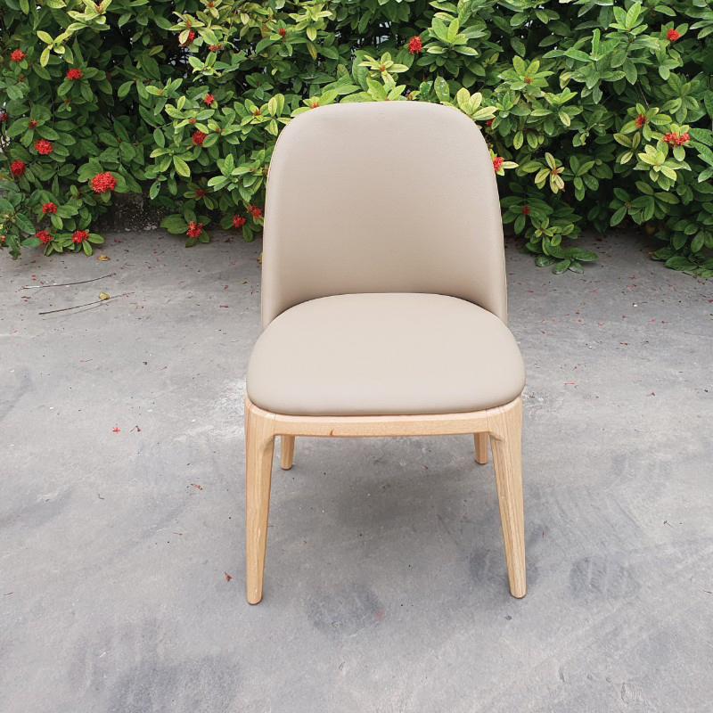 Ghế bọc da khung gỗ màu tự nhiên