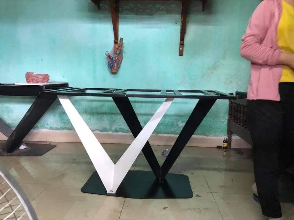 Chân sắt chữ 2 V