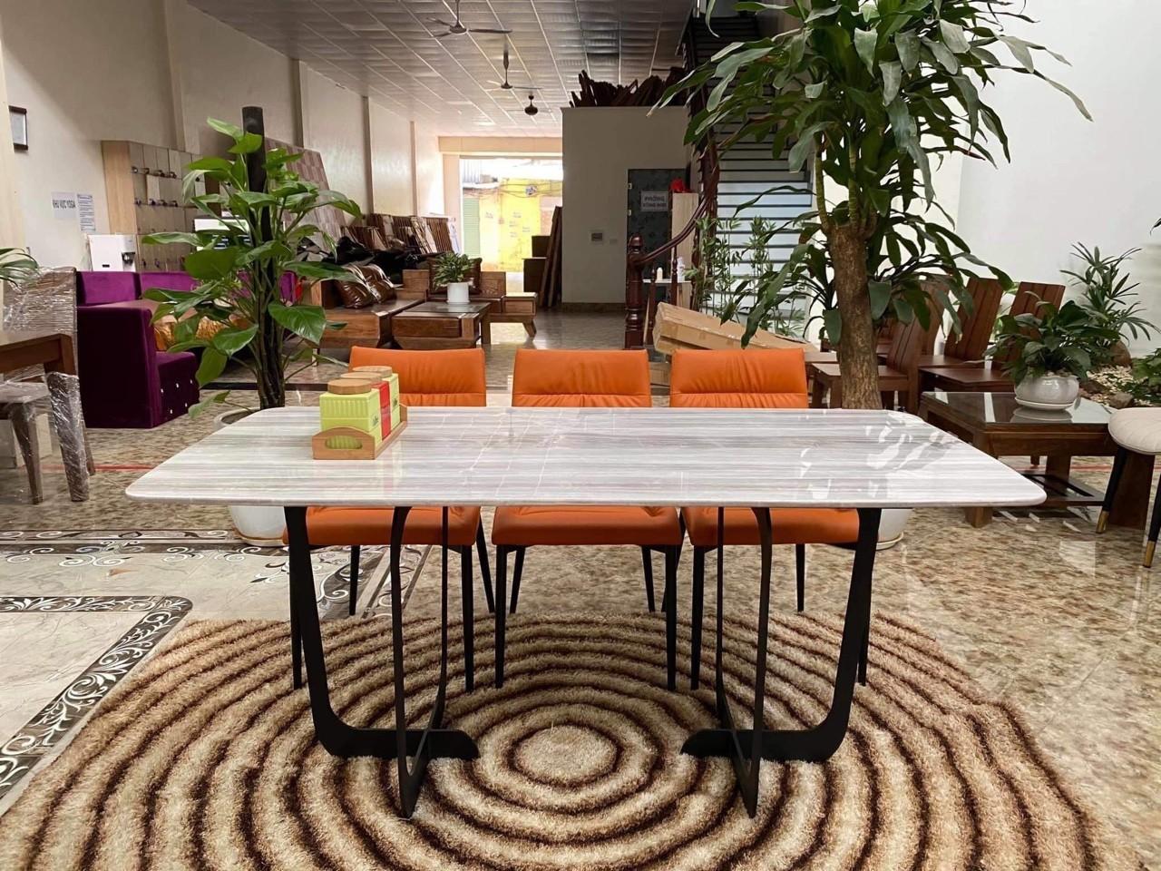 bàn mặt đá cẩm thạch chân khung thép sơn tĩnh điện