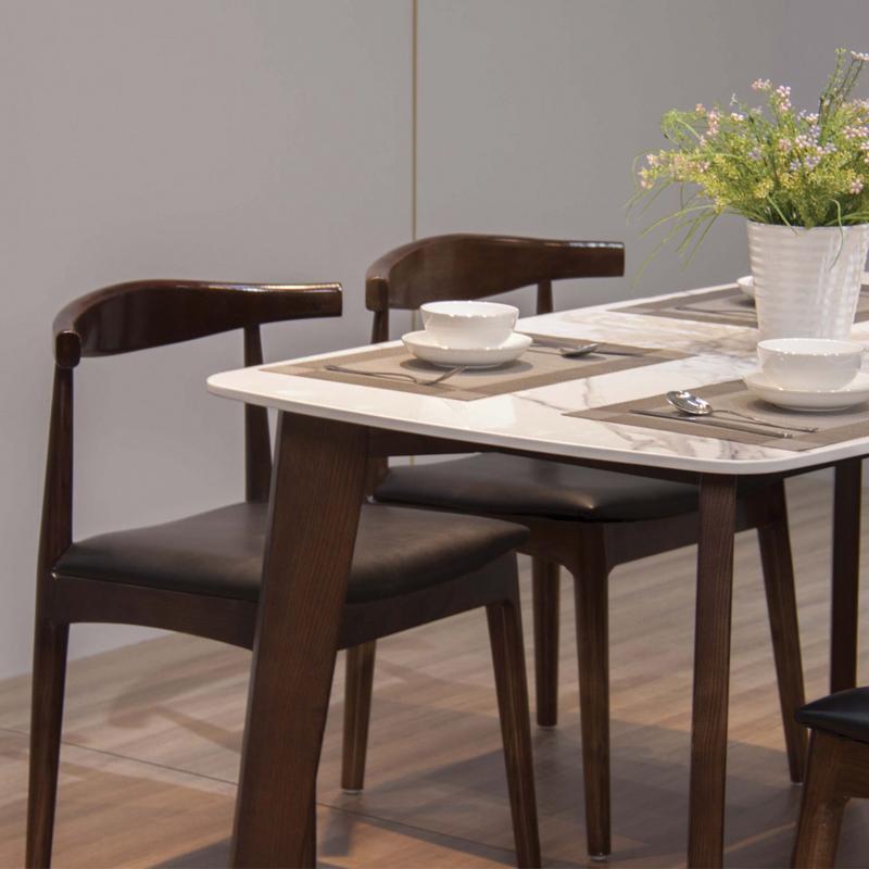 Chất liệu mặt bàn và ghế