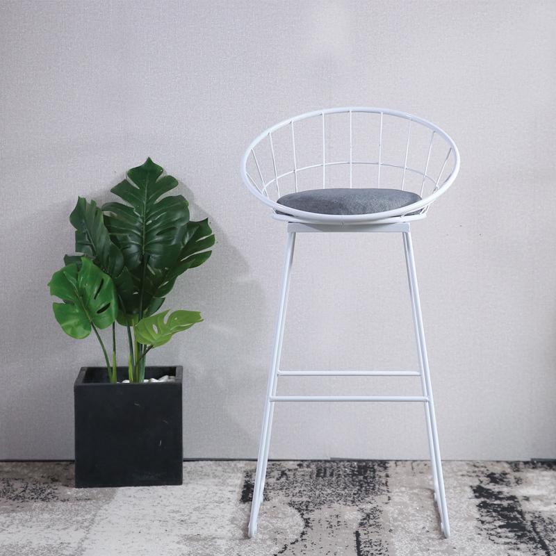 ghế được sơn tĩnh điện màu trắng