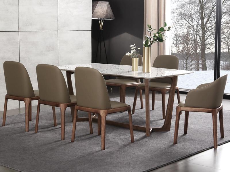 Bộ bàn ăn 6 ghế bằng gỗ sồi được nhiều gia đình lựa chọn sử dụng.