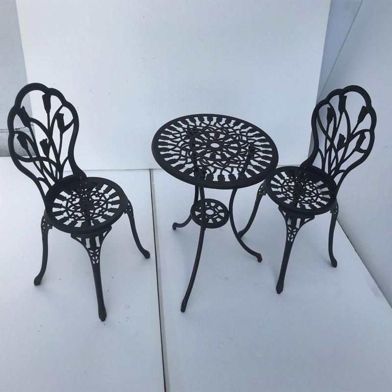 Bộ bàn ghế ngoài trời Tulip