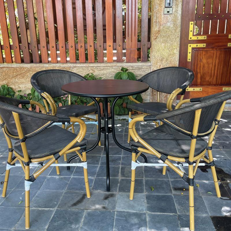 thiết kế bộ 4 ghế ngoài trời bàn tròn tuyệt đẹp