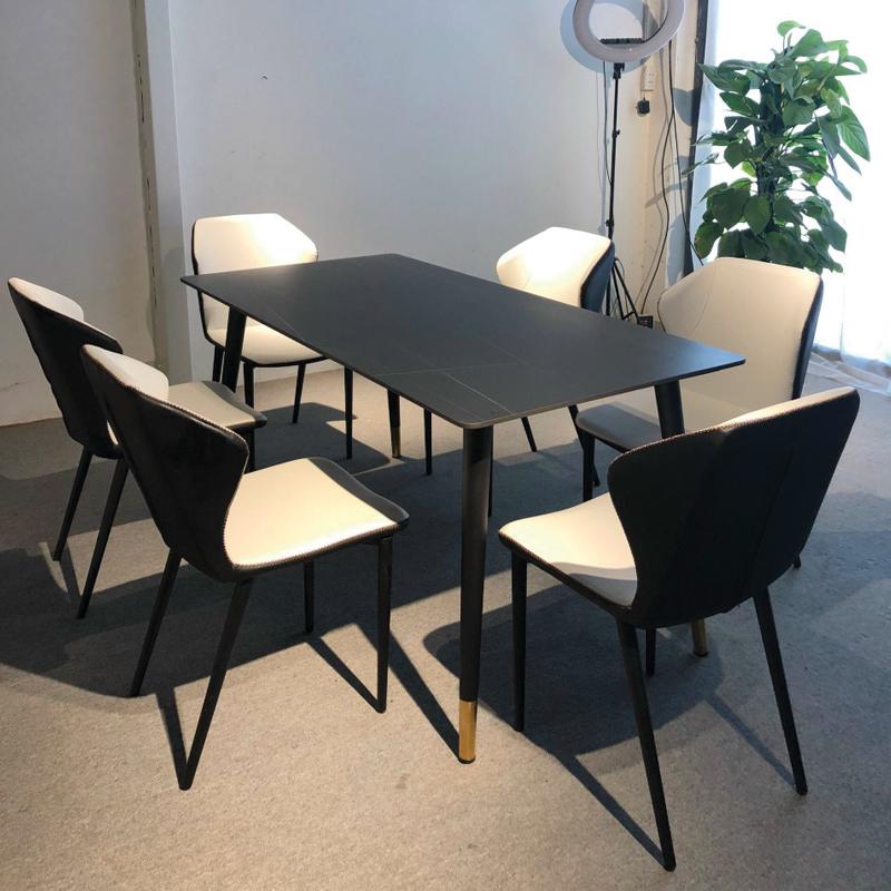 mẫu bàn ghế mặt đá đen ghế lòng trắng phòng bếp đẹp